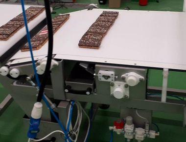 Конвейерна система с пречупваща се лента